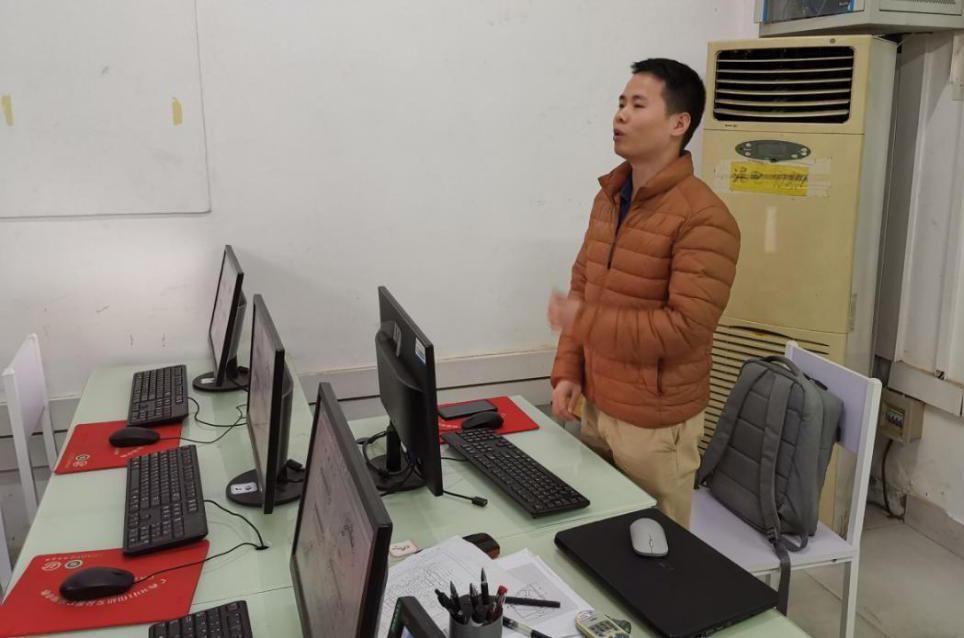 3D打印、VR、移动机器人应用技术培训现场
